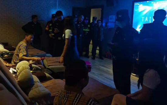 赣州警方突袭公寓出租房 多对涉黄男女被抓!还将严打