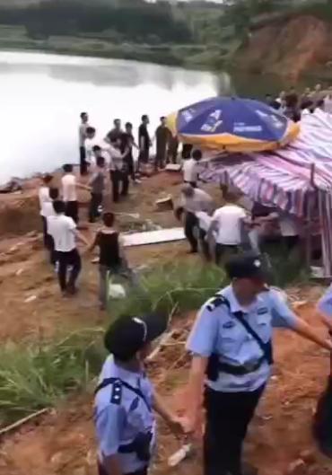 打捞孩子现场。受访者供图
