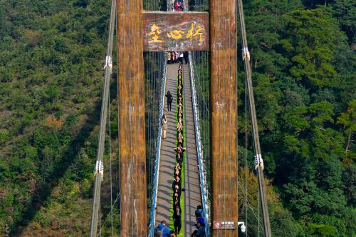 300米垒心桥成一道风景