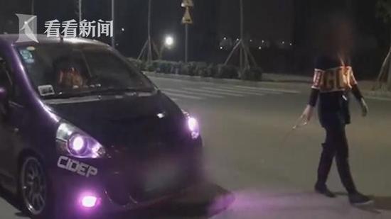 """对于陈某马路上""""遛车""""的行为,因影响车辆行驶,也受到处罚。"""
