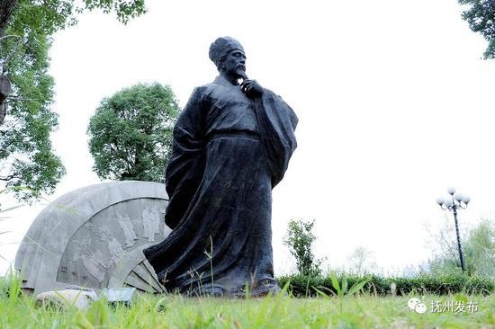 △位于抚州名人雕塑园内的汤显祖雕像