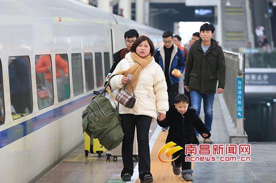 旅客进站乘车