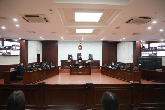 姚策亲生父母参加二审开庭。新京报记者 刘名洋 摄