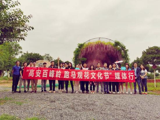 骏马驰骋 共赏繁花!江西百峰岭景区成为短途家庭游新目的地