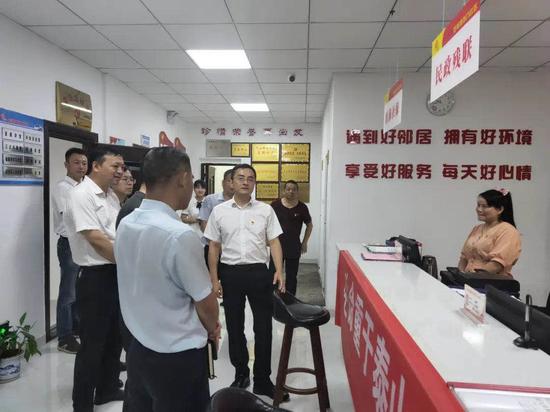 区委书记王强深入社区调研便民服务事项下沉落实情况