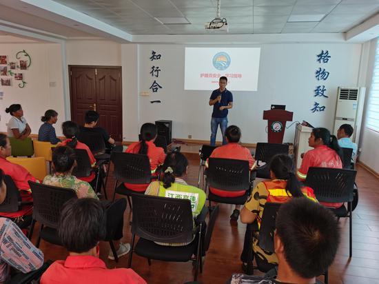 江西高速集团赣州管理中心罗坳养护站组织开展护路员安全、工作培训