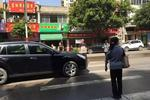 赣州赣县区:斑马线上车辆不礼让行人将被记分罚款