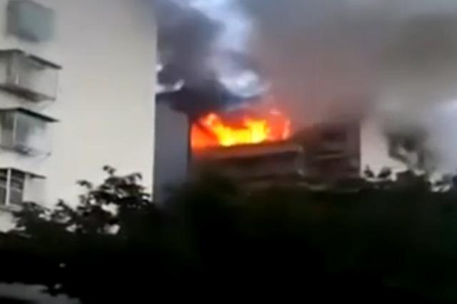 新装修房屋起火 消防迅速扑灭