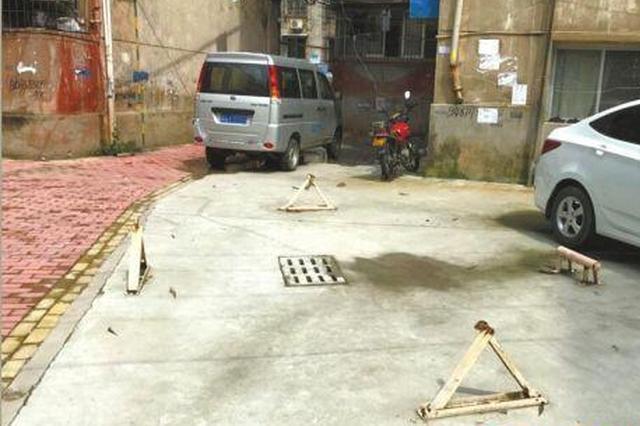 九江一小区部分住户私装地锁 存在安全隐患