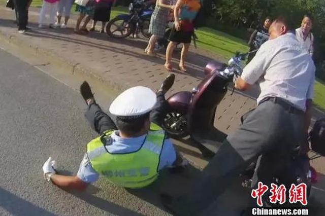 男子闯红灯拒不配合弄伤交通协管员 被行拘5日
