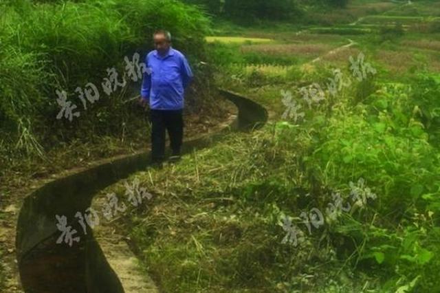 山村老支书30年背5吨炸药 带村民修200公里水渠