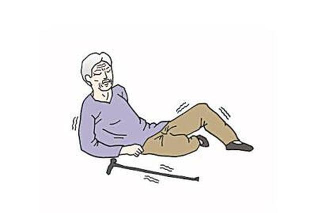 丰城88岁老人摔倒满脸是血 三名学生扶起守候其身旁