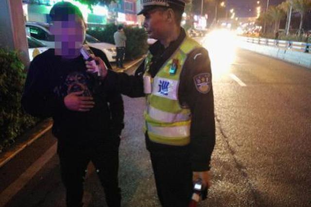 朋友劝其叫代驾 醉酒男子自以为是终被查