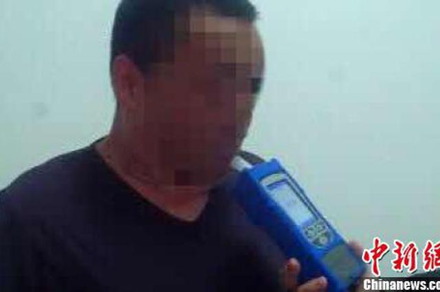 男子醉驾锁车门车内换座对抗检查 车上三人被行拘