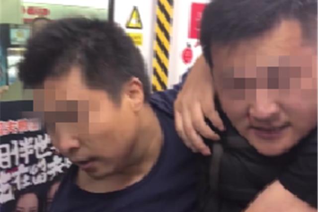 """女子在地铁说了句""""别挤我"""" 遭男子暴打"""