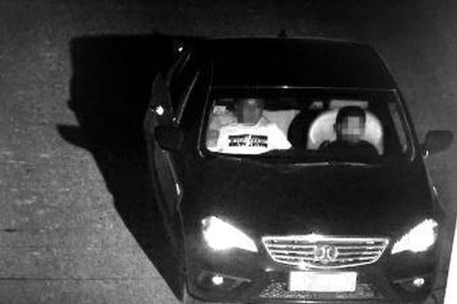 男子坐副驾驶让10岁儿子开车:他有开车天赋