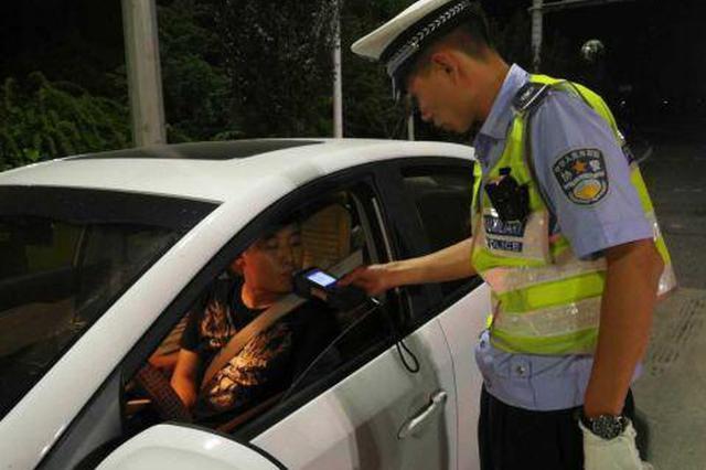 酒后侥幸司机选择凌晨出行 结果还没上高速就被查