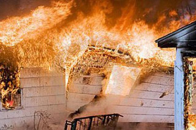 感觉不受丈夫尊重和理解 女子放火烧家抱子投河