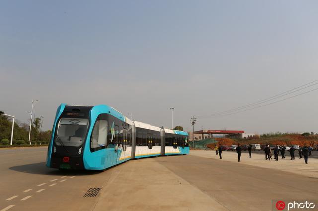 全国首个县级智轨电车开放免费试乘体验(组图)