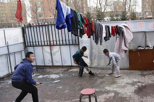 """""""老爸""""和他的400多个孩子:不是收养只是寄宿他家"""
