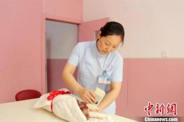 路见危难跪破膝盖救人 护士:这是职业使命