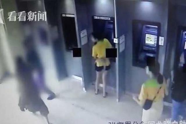 女子ATM机存款遭陌生男子抢夺 外卖小哥勇擒歹徒
