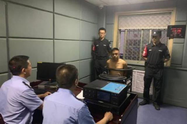 男子酒后砸警车打民警 警方通报:已被刑拘