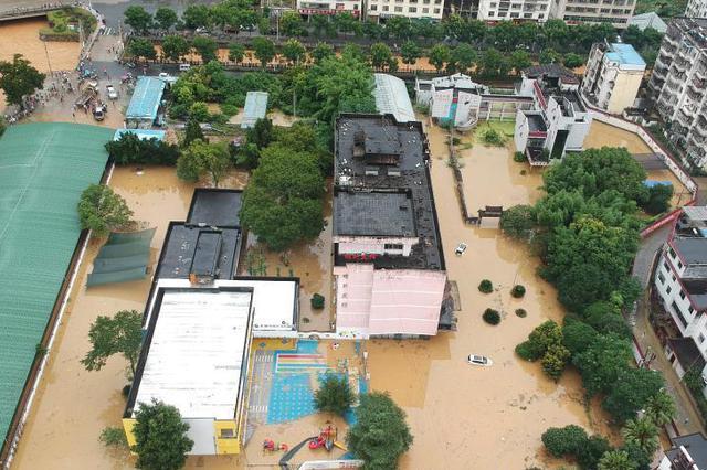江西暴雨致南方多条河流超警 30个县发生洪涝灾害