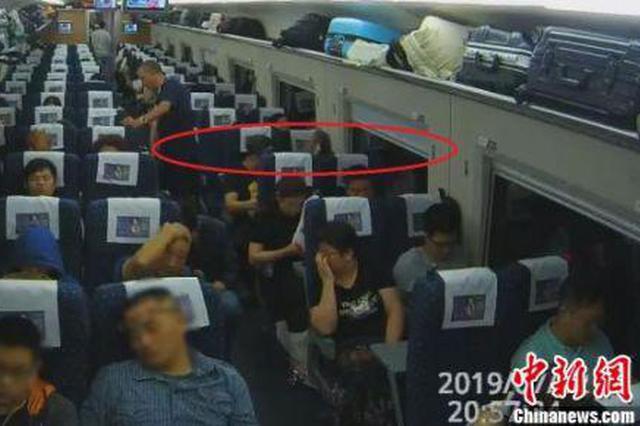 """男子失恋乘高铁见美女邻座伸""""咸猪手""""被行拘7日"""