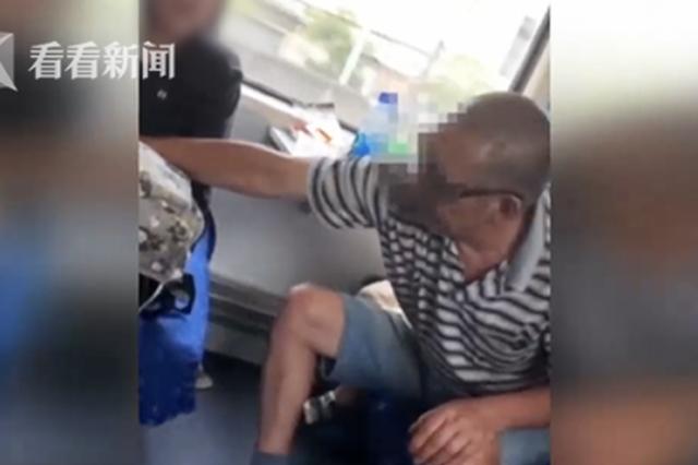 六旬男子火车上骚扰16岁女生 身边还带着两孙子