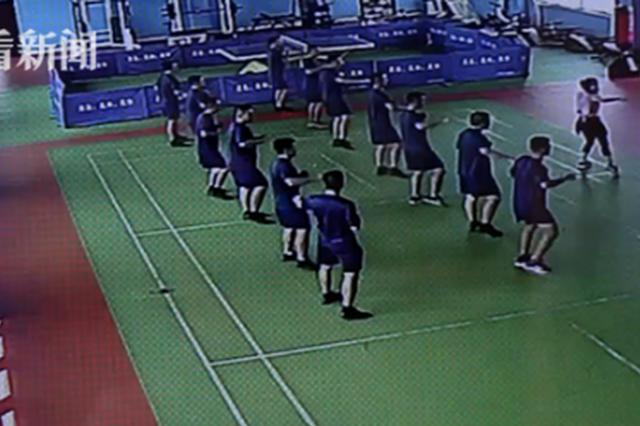 懵!舞蹈老师教消防员跳舞 一个转身人全消失了