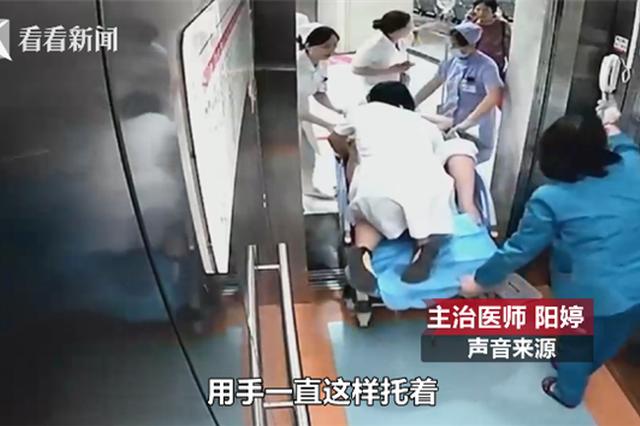 """这个""""走路带风""""的急诊科医生 跪着托起新生命"""