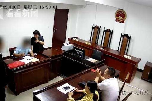 男子酒后当庭辱骂被告律师 还要打人竟是因为…