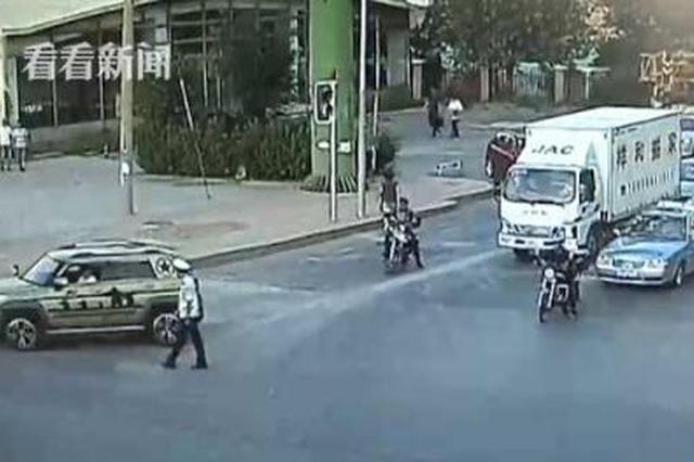 """司机""""耍小聪明""""被拦停 不服劝导殴打民警被刑拘"""