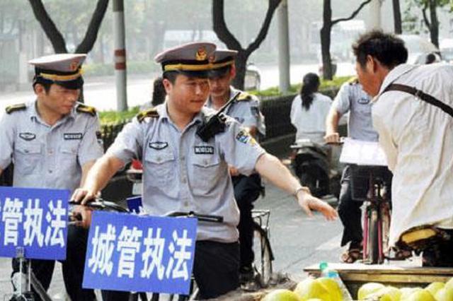 江西试点城管执法人员进驻社区 劝导乱搭乱建等