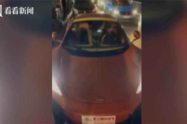 江西女子网上炫豪车 警察一查竟是辆走私车