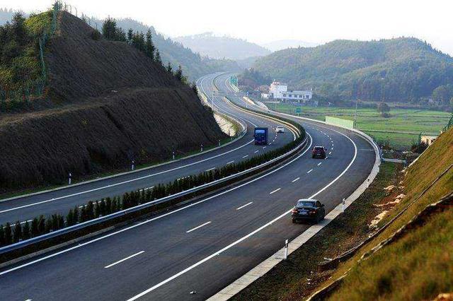 自駕游唱主旋律 超1000萬輛車在江西高速通行