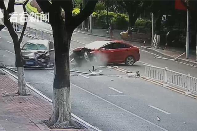 10万没了!开车时扶手机 司机单手驾驶闯大祸