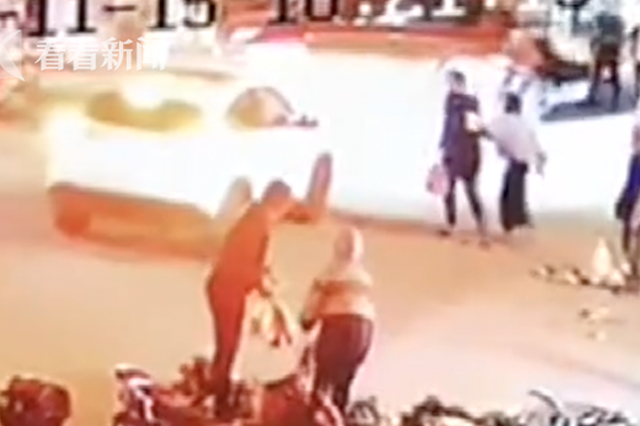 父母忙做生意 5岁儿子玩滑板被卷入车底死里逃生