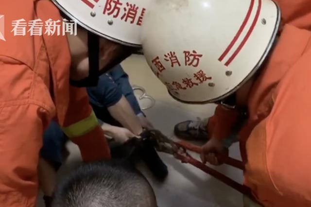 南昌一犯人脚镣打不开 狱警找来消防员