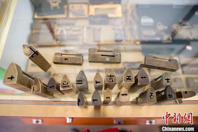 收藏爱好者情迷锁文化 二十余年收集上千把古锁