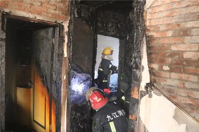 恐怖!九江一居民家中燃起熊熊大火…