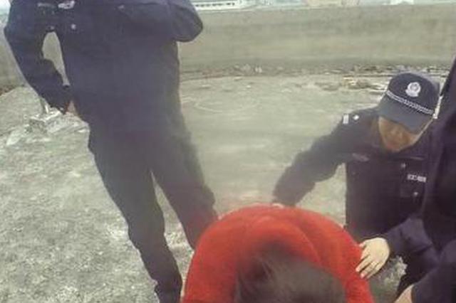 民警危急时刻抱紧轻生少女:小姑娘 没啥过不去的坎