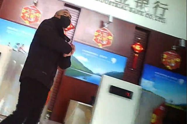 宜春:记者暗访视频来了!村民聚集、营业厅不测体温…