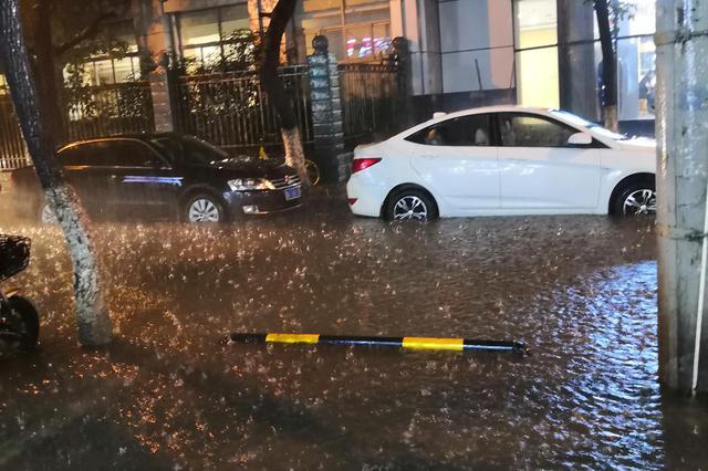 南昌市多地积水严重 电子警察不抓拍部分交通违法行为