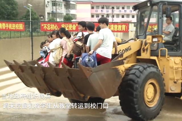 彭泽:400名师生被困 救援队伍合力解救