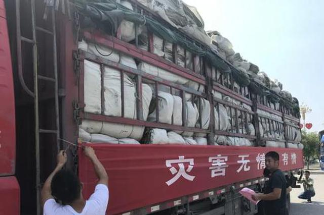 抚州7辆大卡车集结出发 向上饶3县援助抗洪抢险物资