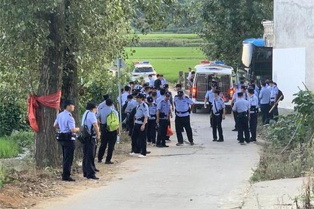 乐安:数千人围捕在逃嫌犯曾春亮 村民门户紧闭