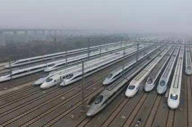 """南铁暑运发送旅客3252万人次 """"红色高铁""""发力"""