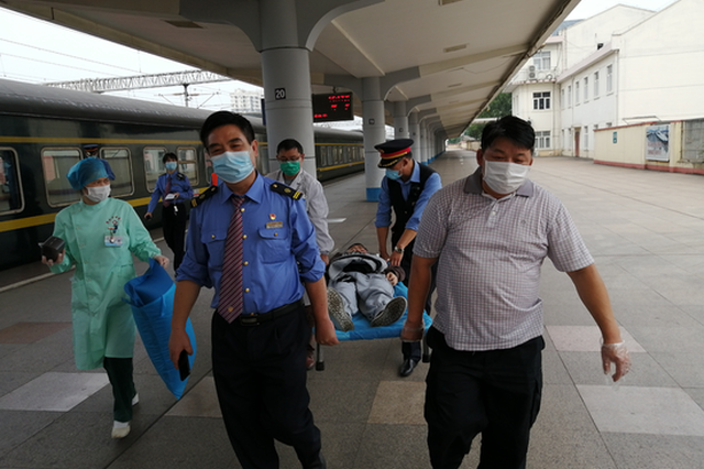 旅客列车上突患疾病 新余火车站开辟绿色通道救急